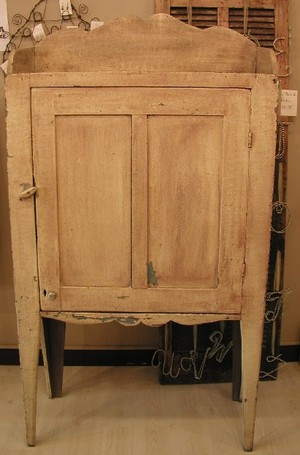 Front_primitive_cupboard